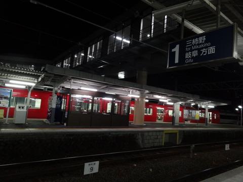 夜の三柿野駅